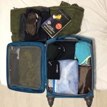 O interior da mala. O que está fora da mala é a roupa que usei na viagem.